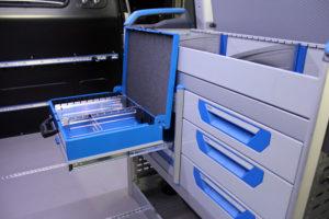 Die Einrichtungen, wie z.B. Ladungssicherungssysteme, baut die NTC-Crew in der Werkstatt in Erfurt ein.