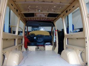 Individuelle Camping-Umbauten - Iglhaut-Sprinter vor dem Umbau