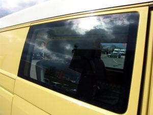 Der T5 als 5-Sitzer mit originalem Seitenfenster, SEIKEL Höherlegungsfahrwerk und AT-All Terrain Reifen